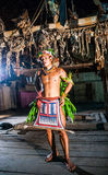 Danse rituelle de danse de tribu de Mentawai d'hommes Photographie stock