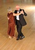 Danse supérieure de couples photo stock