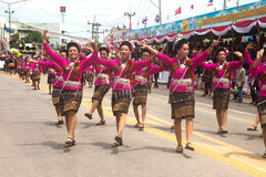 Danse thaïlandaise traditionnelle en festival 'Boon Bang Fai' de Rocket Images stock