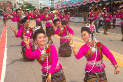 Danse thaïlandaise traditionnelle en festival 'Boon Bang Fai' de Rocket Photographie stock