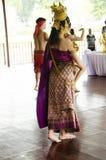 Danse thaïlandaise classique de femmes thaïlandaises asiatiques ou trave thaïlandais de RAM en démonstration Photos stock