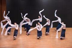 Danse tibétaine de Guozhuang 25-Chinese - répétition d'enseignement au niveau de département de danse photo libre de droits