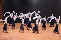 Danse tibétaine de Guozhuang 26-Chinese - répétition d'enseignement au niveau de département de danse image stock