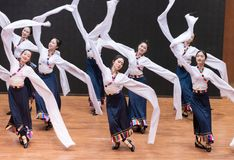 Danse tibétaine de Guozhuang 29-Chinese - répétition d'enseignement au niveau de département de danse photo libre de droits