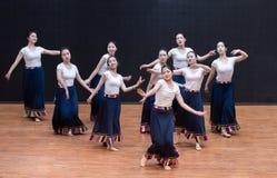 Danse tibétaine de Guozhuang 9-Chinese - répétition d'enseignement au niveau de département de danse image stock