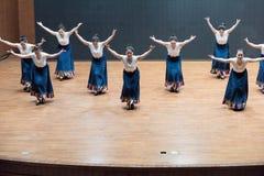 Danse tibétaine de l'action 4-Chinese de robinet - répétition d'enseignement au niveau de département de danse photographie stock libre de droits