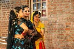 Danse traditionnelle d'Inde. Photographie stock libre de droits