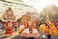 Danse traditionnelle de Kathakali sur le carnaval de nouvelle année Photographie stock libre de droits