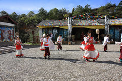 Danse traditionnelle de Naxi Photos stock