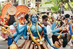 Danse traditionnelle pendant le carnaval de nouvelle année Images libres de droits