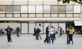 Dansend een Tango op de Straat Royalty-vrije Stock Foto's