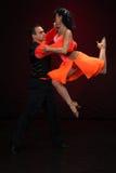Dansend jong paar. Stock Foto