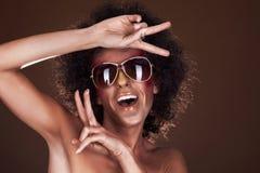 Dansend meisje met afrohaar Stock Fotografie