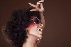 Dansend meisje met afrohaar Stock Afbeeldingen