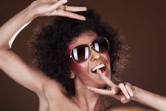 Dansend meisje met afrohaar Stock Afbeelding