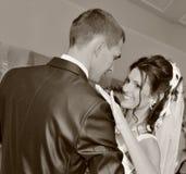 Dansend onlangs-gehuwd paar Royalty-vrije Stock Afbeelding