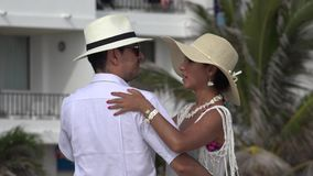 Dansend Paar die of Huwelijk dateren stock videobeelden