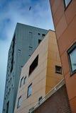 Dansende drijvende dozen gekleurde gebouwenvlissingen Nederland Stock Fotografie