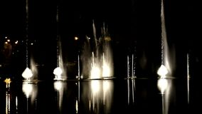 Dansende fonteinen met licht-episode 3 stock videobeelden