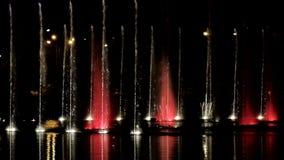 Dansende fonteinen met licht-episode 10 stock footage