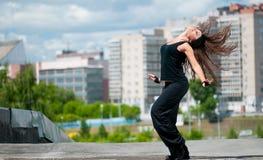 Dansende heup-hop over stedelijke stad Royalty-vrije Stock Fotografie