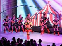 Dansende meisjes met touwtjespringen Royalty-vrije Stock Foto's