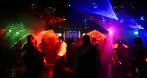 Dansende mensen - extreem wideangle beeld Royalty-vrije Stock Foto