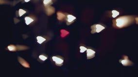 Dansende vage harten, bokeh, rood hart in het midden stock video
