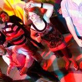 Dansende vrouw in een nachtclub royalty-vrije stock afbeeldingen