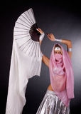 Dansende vrouw in harem Royalty-vrije Stock Afbeeldingen