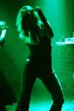 Dansende vrouw in motie stock afbeelding