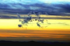 Dansende wolken in de hemel royalty-vrije stock fotografie