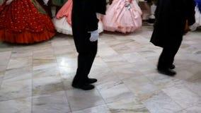 danser i den 18th århundradedräkten stock video
