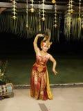 Dansers in Bali, Balinese meisjes, nationale dansen stock foto