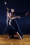 Dansers in balzaal Stock Afbeeldingen