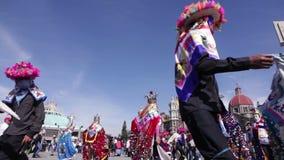 Dansers in de Basiliek van Guadalupe, Mexico-City stock videobeelden