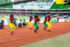 Dansers en acrobaten Stock Foto's