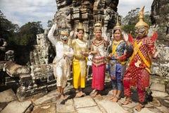 Dansers met typisch kostuum in Angkor wat Stock Afbeelding