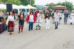 Danses folkloriques aux jeux de Nestinar dans le village de Bulgari, Bulgarie Images libres de droits