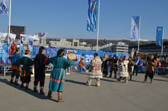 Danses folkloriques en parc olympique à Sotchi Photo stock
