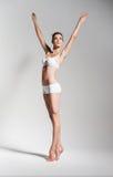 Danseur classique élégant dans les sous-vêtements blancs Image stock