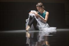 Danseur classique assis photo libre de droits