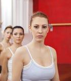 Danseur classique sûr Standing With Friends dans le studio Images libres de droits