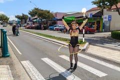 Danseur de cercle exécutant sur la rue photo stock
