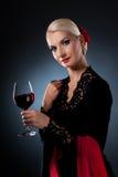 Danseur de flamenco retenant une glace de vin Image stock