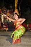 Danseur de l'Indonésie dans le temple Images stock