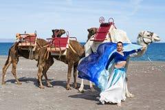 Danseur et chameau de ventre Image libre de droits