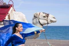 Danseur et chameau de ventre Photo libre de droits