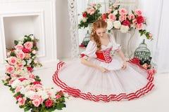 Danseur et groupes de fleurs doux photographie stock libre de droits