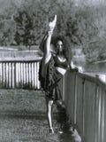 Danseur latin en parc, monochrome Images stock